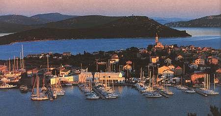 Chorvatsko Betina Murter hotely apartmány rekr.strediska kempy ubytování prístav CK Lotos